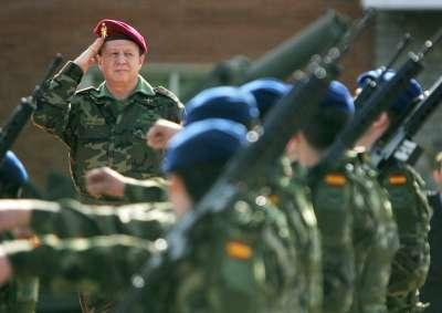 EFE)En la imagen, el teniente general José Luis López Rose tomó posesión del cargo de Jefe de la Fuerza Logística Operativa.